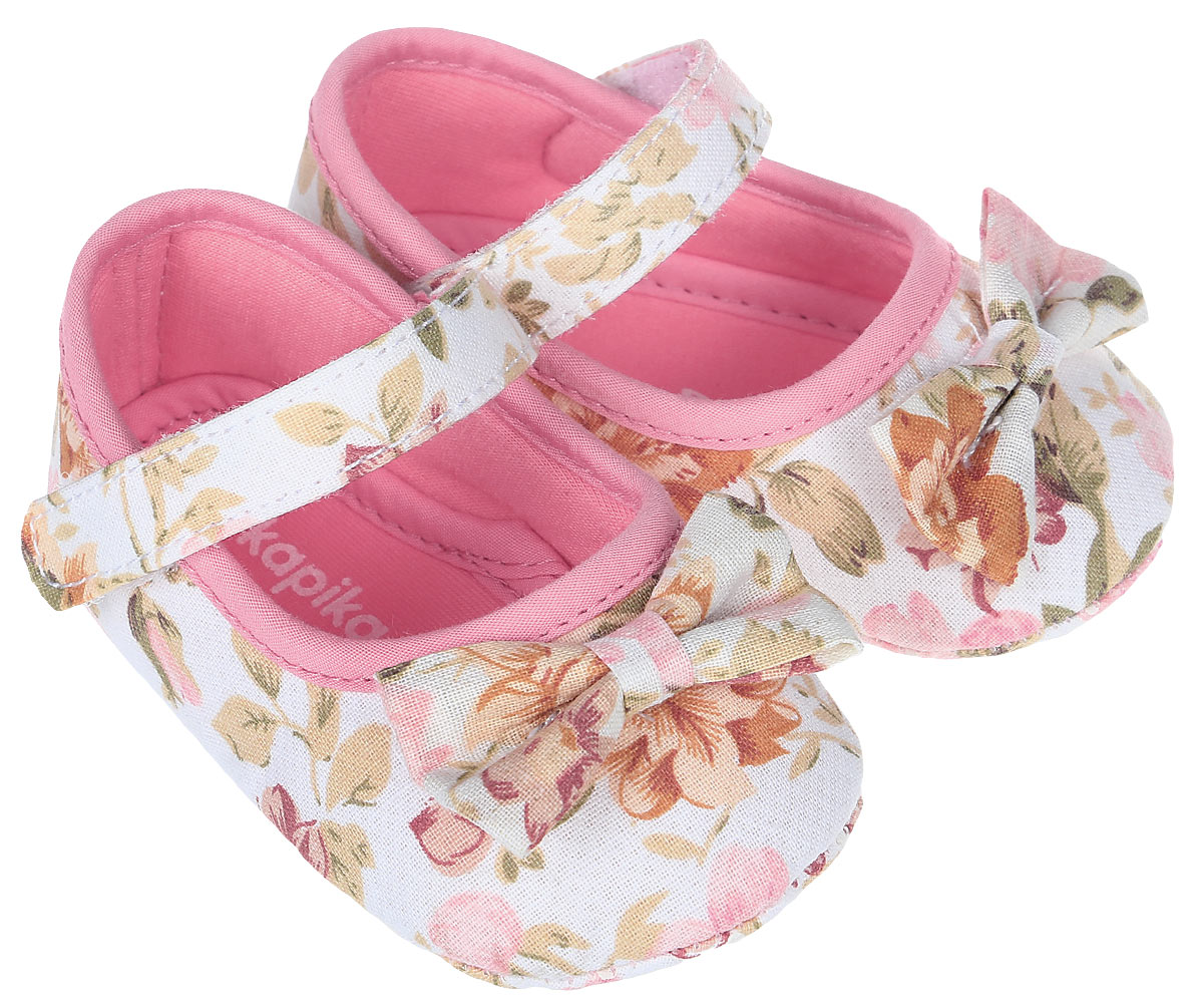 Пинетки для девочки Kapika, цвет: розовый. 10119. Размер 1610119Стильные пинетки для девочки Kapika великолепно дополнят наряд маленькой модницы. В них ваша малышка будет чувствовать себя комфортно и непринужденно. Пинетки выполнены из хлопкового текстиля, оформленного принтом. Модель на застежке-липучке, которая надежно фиксирует пинетки на ножке ребенка и позволяет регулировать их объем. Милые, нежные и удобные детские пинетки станут любимой обувью маленькой принцессы.
