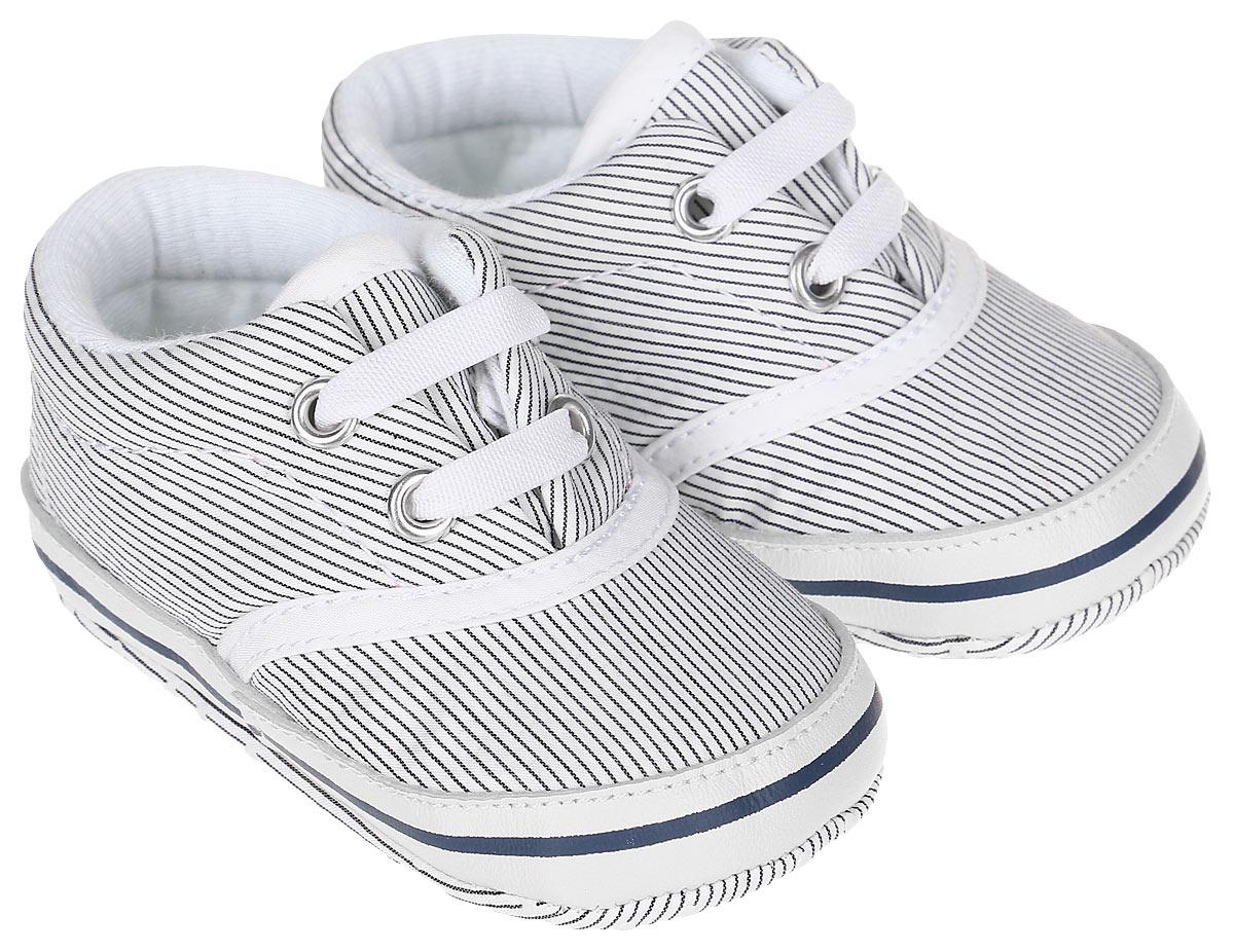 Пинетки для мальчика Kapika, цвет: синий, белый. 10127. Размер 1810127Стильные и модные пинетки для мальчика Kapika выполнены из хлопкового текстиля со вставками из натуральной кожи. Модель на эластичной шнуровке, которая надежно фиксирует пинетки на ножке ребенка и позволяет регулировать их объем.Удобные детские пинетки станут любимой обувью вашего ребенка.