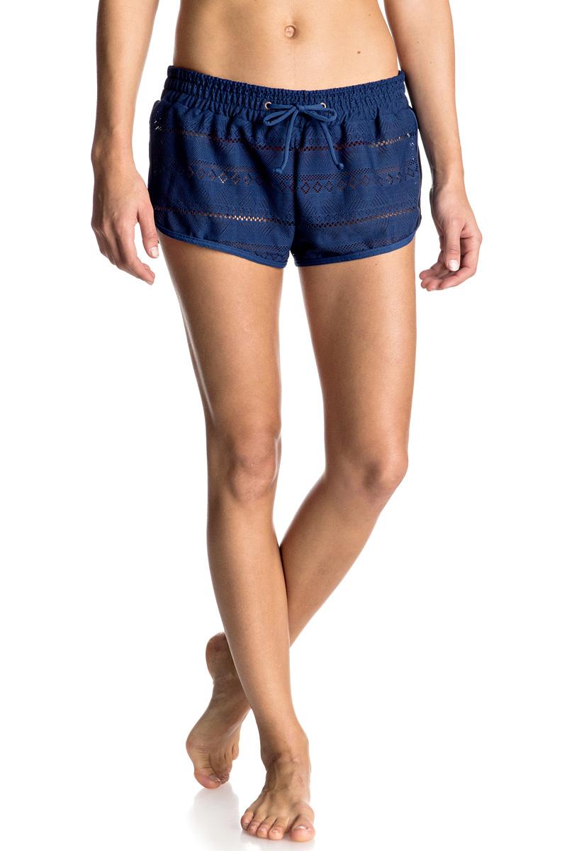 Шорты пляжные женские Roxy Drop Diamond, цвет: темно-синий. ERJBS03060-BTA0. Размер 42 (S)ERJBS03060-BTA0Женские пляжные шорты Roxy Drop Diamond выполнены из полиэстера и эластана вязкой кроше. Эластичный пояс снабжен шнурком для комфортной посадки. Оригинальные шорты подчеркнут ваш стиль.