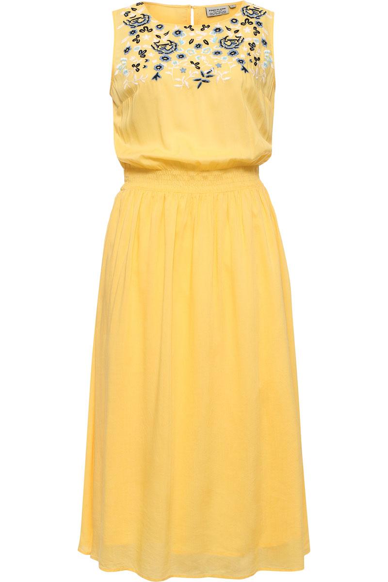 Платье женское Finn Flare, цвет: желтый. S17-12049_410. Размер M (46)S17-12049_410Платья миди-длины уже который сезон не сходят с мировых подиумов, и это не спроста: модели ниже колена как никакие другие лучше преподносят женскую фигуру, скрывая недостатки. Этот сарафан ярко-жёлтого цвета с цветочной вышивкой на груди и утяжкой на талии станет прекрасным нарядом для прогулок по городу или коктейльной вечеринки. Выполнен из лёгкой и прочной вискозы.