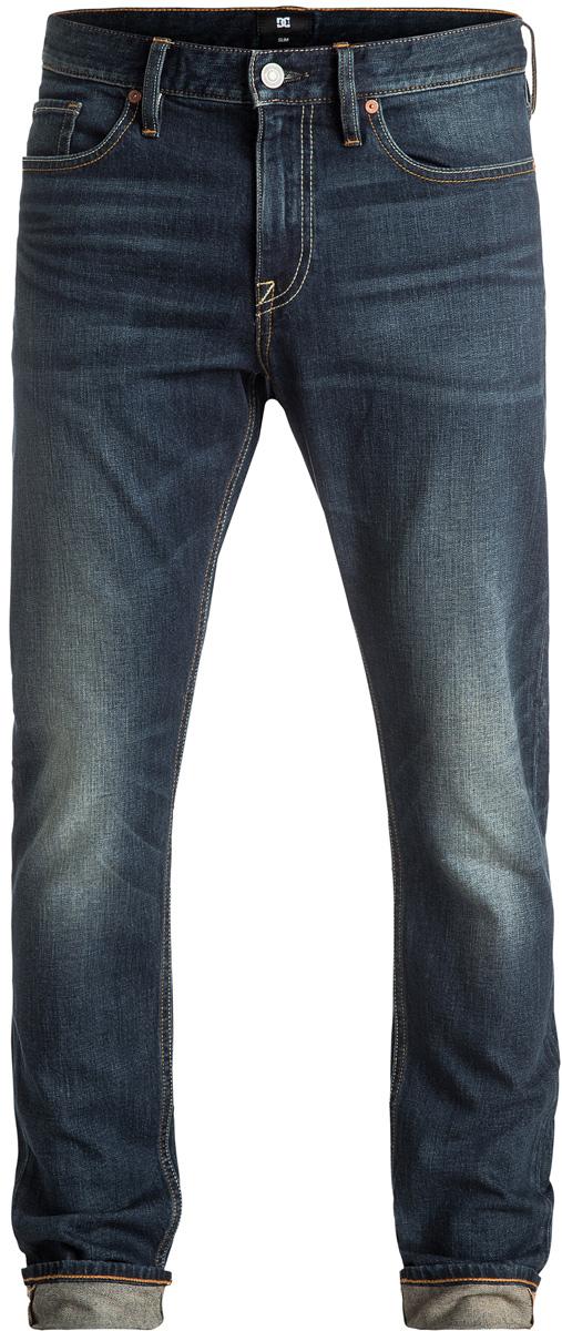 Джинсы мужские DC Shoes, цвет: синий. EDYDP03284-BNTW. Размер 30 (46)EDYDP03284-BNTWМужские джинсы DC Shoes изготовлены из эластичного денима средней плотности (406,8 г/кв. м). Модель имеет узкий и уютный, но не плотно облегающий крой. Застегивается на молнию и пуговицу в поясе. Модель имеет кокетку наоборот и стандартный пятикарманный крой: два вшитых кармана и один маленький накладной кармашек спереди, а также два накладных кармана сзади. Пояс оснащен шлевками для ремня, сзади имеется полиуретановая нашивка с перфорацией. В районе коленей и ширинки предусмотрены строчки-закрепки.