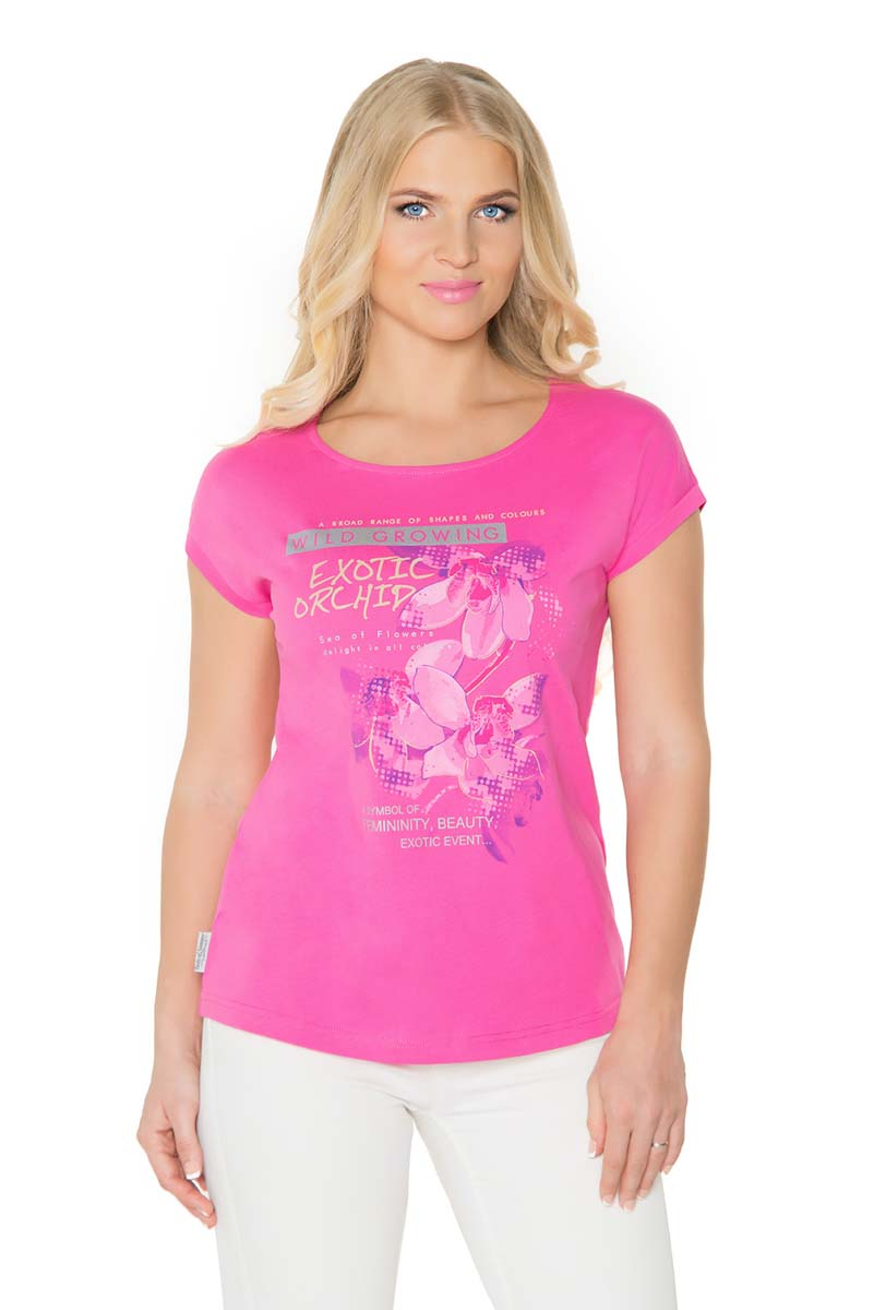Футболка женская BeGood, цвет: фуксия. SS17-BGUZ-984. Размер 44SS17-BGUZ-984Женская футболка BeGood изготовлена из натурального хлопка. У модели укороченные рукава и женственная горловина. Футболка дополнена оригинальным принтом.