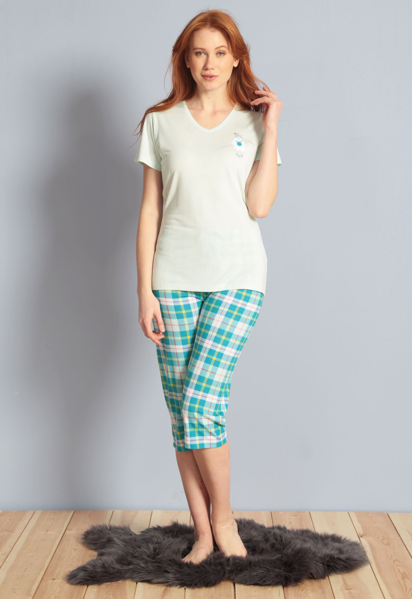 Домашний комплект женский Kezokino, цвет: бирюзовый. 609100 1246. Размер S (44)609100 1246Красивый комплект, выполненный из 100% вискозы, состоит из футболки и капри приятной расцветки. Отличный вариант для дома и отдыха на каждый день.