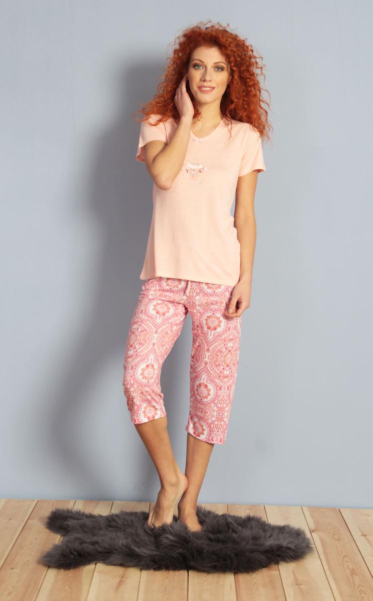 Домашний комплект женский Kezokino, цвет: розовый. 610024 1174. Размер S (44)610024 1174Красивый комплект, выполненный из 100% вискозы, состоит из футболки и капри приятной расцветки. Отличный вариант для дома и отдыха на каждый день.