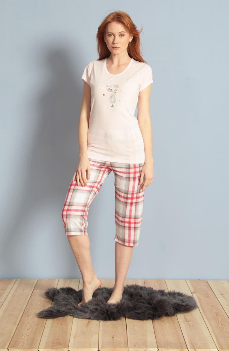 Домашний комплект женский Kezokino, цвет: розовый. 609094 1170. Размер S (44)609094 1170Красивый комплект, выполненный из 100% вискозы, состоит из футболки и капри приятной расцветки. Отличный вариант для дома и отдыха на каждый день.