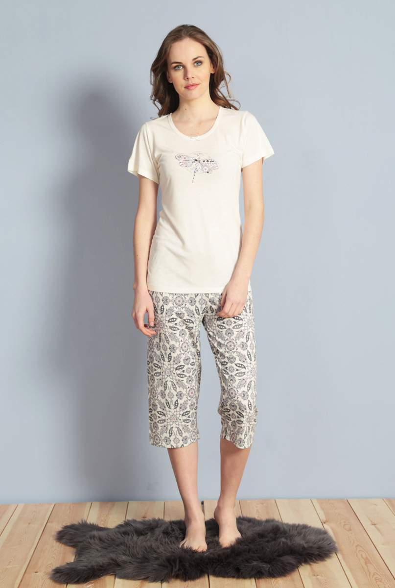 Домашний комплект женский Kezokino, цвет: молочный. 610030 1247. Размер XL (50)610030 1247Красивый комплект, выполненный из 100% вискозы, состоит из футболки и капри приятной расцветки. Отличный вариант для дома и отдыха на каждый день.