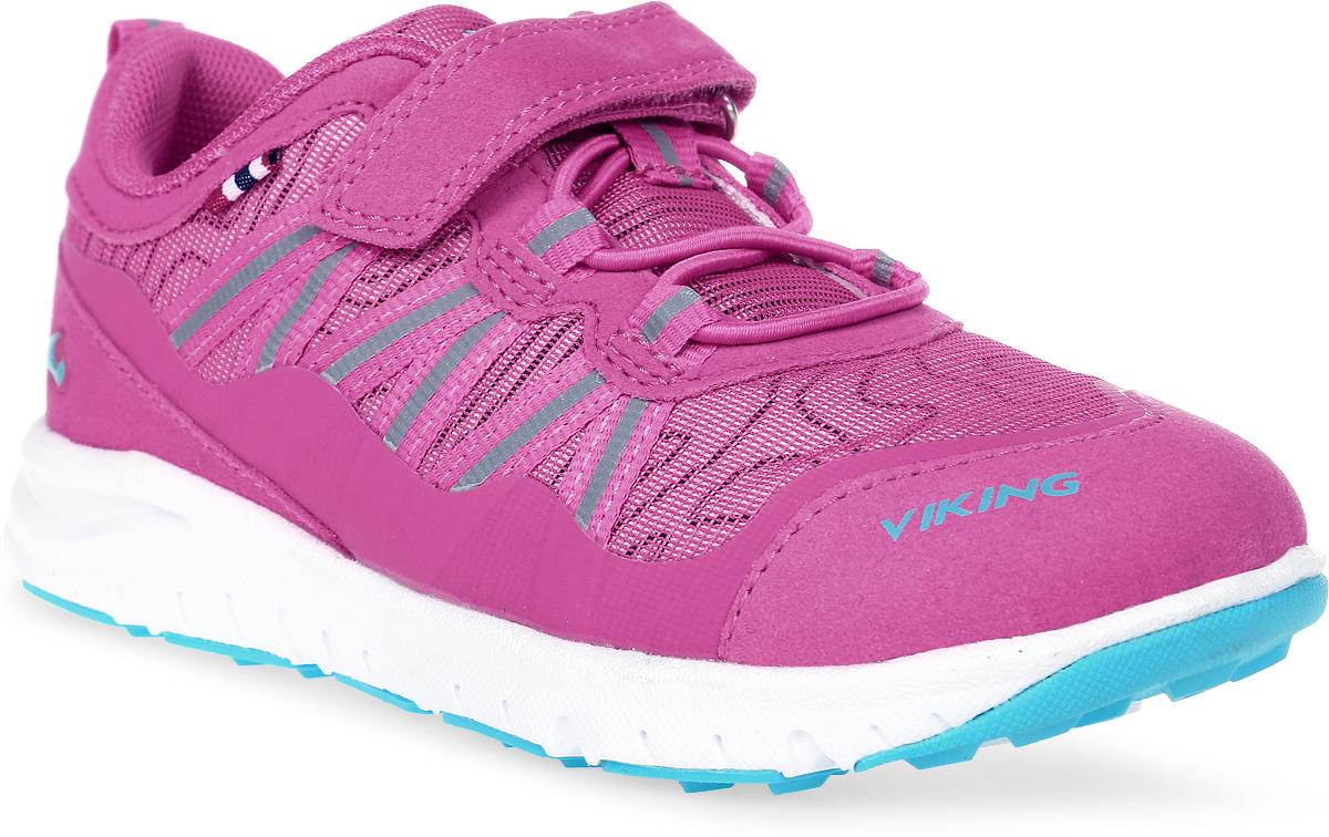 Кроссовки для девочки Viking Holmen, цвет: фуксия. 3-47630-09622. Размер 253-47630-09622Кроссовки от Viking, выполненные из полиэстера, придутся по душе вашей дочурке. Модель на подъеме дополнена эластичной шнуровкой и застежкой-липучкой, которые обеспечивают надежную фиксацию обуви на ноге. Ярлычок на заднике облегчает обувание модели. Светоотражающие вставки обеспечивают безопасность в темное время суток. Подкладка из полиэстера гарантирует комфорт при носке. Кожаная стелька позволяет ногам дышать. Облегченная подошва из вспененного полимера оснащена рифлением, что повышает сцепление с любым покрытием, улучшает амортизацию и поглощает удары. Яркие модные кроссовки - незаменимая вещь в гардеробе вашего ребенка.