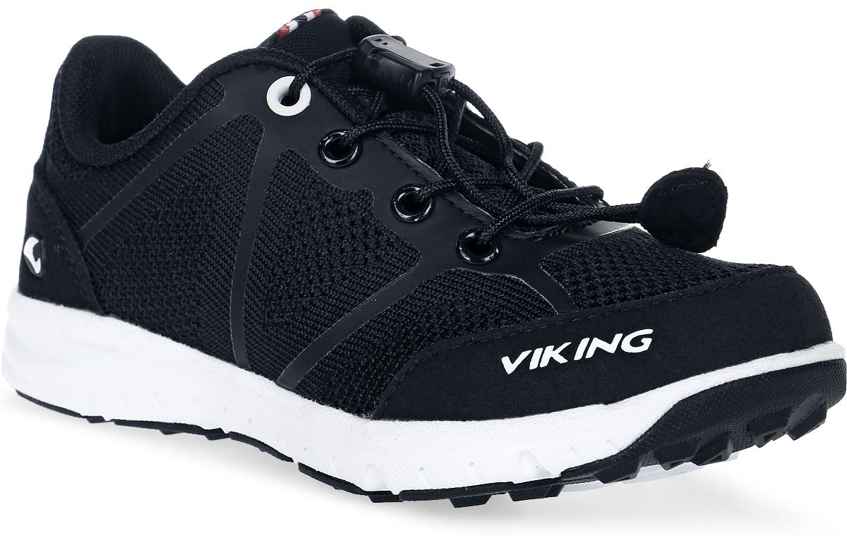 Кроссовки для мальчика Viking Ullevaal, цвет: черный. 3-47660-00201. Размер 393-47660-00201Кроссовки для мальчика от Viking выполнены из дышащего текстиля. Модель на шнуровке гарантирует надежную фиксацию обуви. Подкладка и стелька выполнены из полиэстера. Облегченная подошва из вспененного полимера оснащена рифлением, что повышает сцепление с любым покрытием, улучшает амортизацию и поглощает удары. Комфортные и модные кроссовки - незаменимая вещь в гардеробе вашего ребенка.