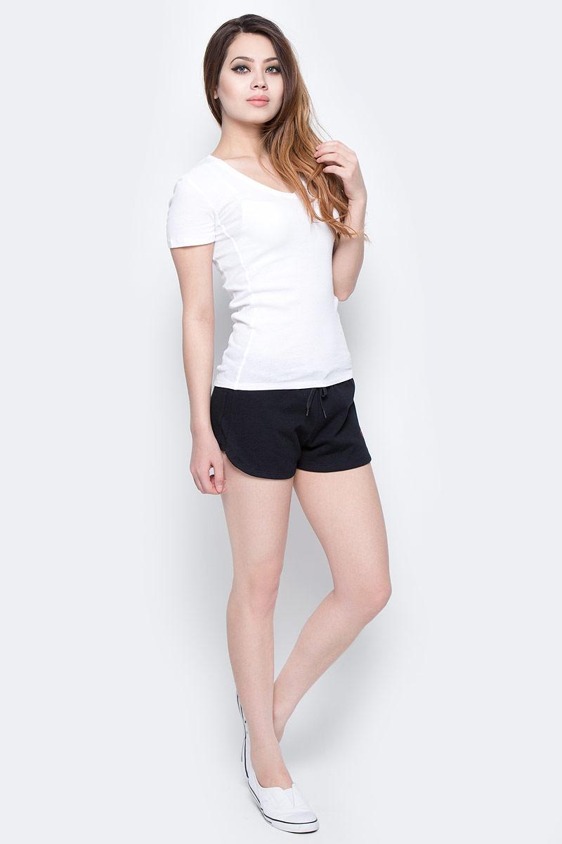 Шорты женские Calvin Klein Jeans, цвет: черный. KW0KW00133_001. Размер S (42)KW0KW00133_001Женские шорты Calvin Klein Jeans выполнены из натурального хлопка. Шорты имеют широкую эластичную резинку на поясе. Объем талии регулируется при помощи утягивающего шнурка. Модель оформлена логотипом бренда.