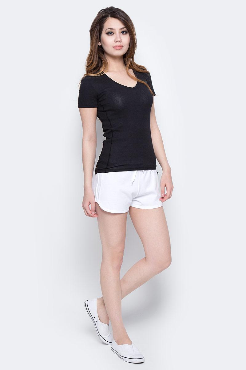 Футболка женская Calvin Klein Jeans, цвет: черный. J20J205029_0990. Размер S (42)J20J205029_0990Однотонная футболка Calvin Klein Jeans выполнена из эластичного хлопка. Модель с V-образным вырезом горловины и короткими рукавами.