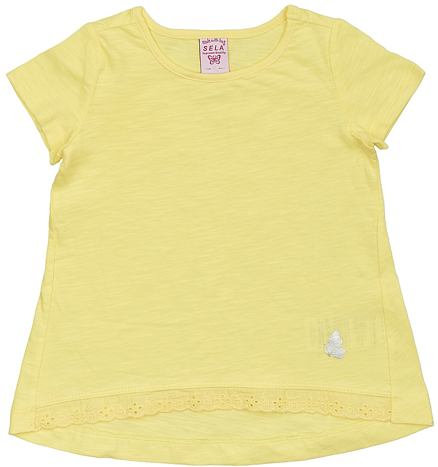 Футболка для девочки Sela, цвет: желтый. Ts-511/312-7142. Размер 98Ts-511/312-7142Модная футболка для девочки Sela выполнена из натурального хлопка и оформлена кружевной вставкой по низу. Модель А-силуэта с удлиненной спинкой подойдет для прогулок и дружеских встреч и будет отлично сочетаться с джинсами, брюками и лосинами. Воротник изделия дополнен мягкой эластичной бейкой. Мягкая ткань комфортна и приятна на ощупь. Яркий цвет модели позволяет создавать стильные образы.
