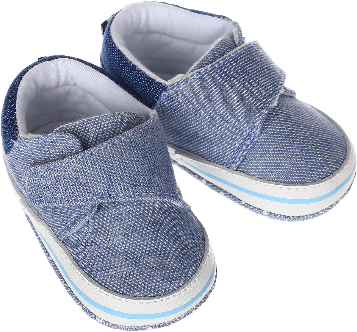 Пинетки для мальчиков Kapika, цвет: джинс. 10126. Размер 1710126Стильные и модные пинетки для мальчика Kapika выполнены из хлопкового текстиля с элементами из натуральной кожи. Модель на липучке с имитацией шнуровки, которая надежно фиксирует пинетки на ножке ребенка и позволяет регулировать их объем.Удобные детские пинетки станут любимой обувью вашего ребенка.