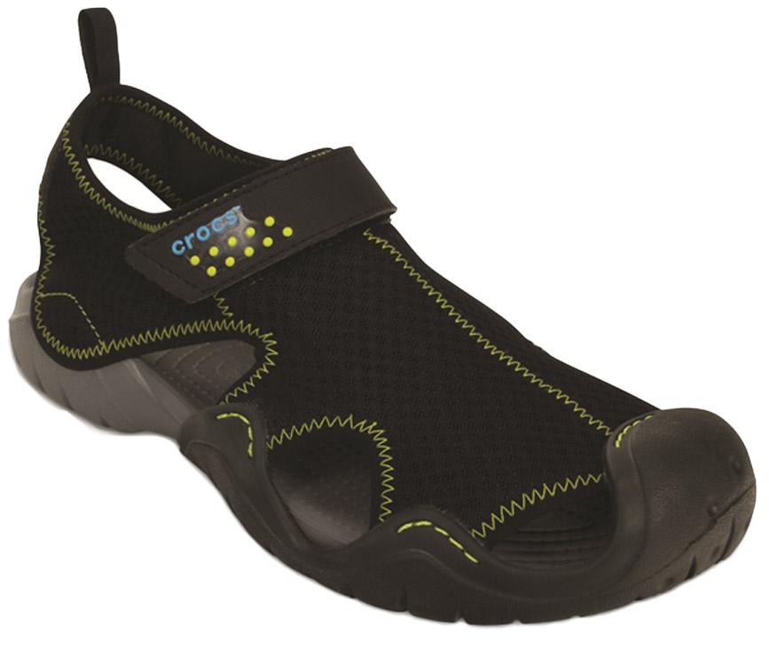 Сандалии мужские Crocs Swiftwater Sandal, цвет: черный. 15041-070. Размер 13 (46)15041-070Сандалии от Crocs выполнены из синтетики. Рельефная поверхность верхней части подошвы комфортна при движении. Рифленое основание подошвы гарантирует идеальное сцепление с любой поверхностью. Такие сандалии не только прекрасно смотрятся на ноге, они очень удобны и долговечны.