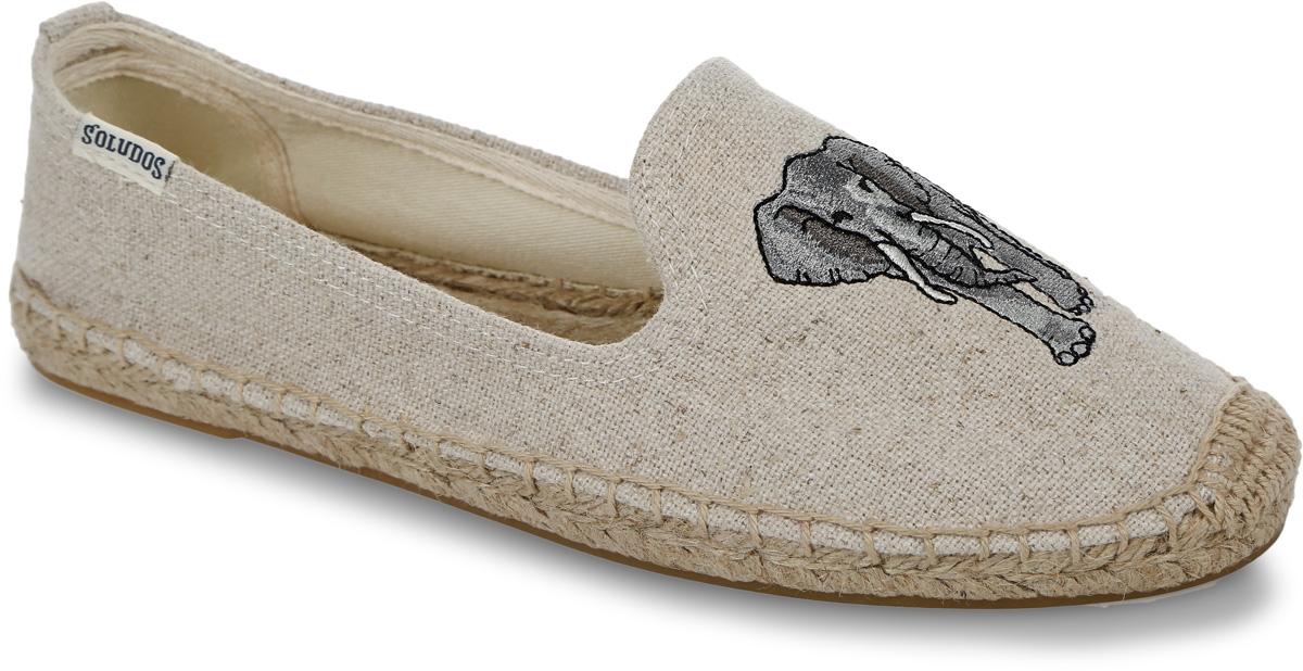Слиперы женские Soludos Elephant Embroidered Smoking Slipper, цвет: светло-бежевый, светло-серый. 1000152. Размер 8 (38)1000152-SANDСтильные женские слиперы Elephant Embroidered Smoking Slipper от Soludos изготовлены из текстиля и оформлены вырезами в области подъема, фирменной нашивкой с названием бренда на боковой стороне, задним наружным ремнем, крупными декоративными стежками вдоль ранта. Мыс изделия декорирован оригинальной вышивкой в виде слона. Внутренняя поверхность и стелька выполнены из текстиля, отвечающего за комфорт при движении. Верхняя часть подошвы изготовлена из плетеной джутовой нити, нижняя часть - из резины. Подошва дополнена рифленой поверхностью.