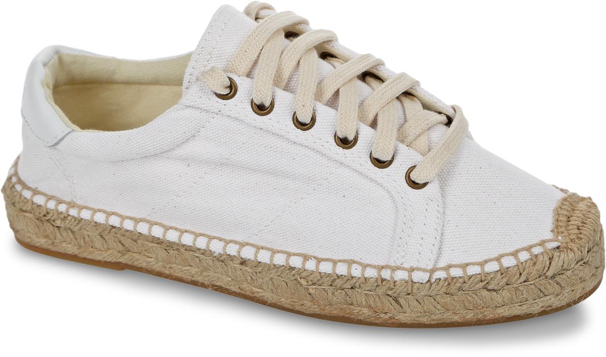 Кеды женские Soludos Canvas Platform Tennis Sneaker, цвет: белый. 1000017-100. Размер 8 (38)1000017-100Модные женские кеды Canvas Platform Tennis Sneaker от Soludos изготовлены из канваса и оформлены кожаной нашивкой с тисненым названием бренда на заднике, крупными декоративными стежками вдоль ранта. Шнуровка обеспечивает надежную фиксацию модели на вашей ноге. Внутренняя поверхность и стелька выполнены из текстиля, отвечающего за комфорт при движении. Верхняя часть подошвы изготовлена из плетеной джутовой нити, нижняя часть - из резины. Подошва дополнена рифленой поверхностью.