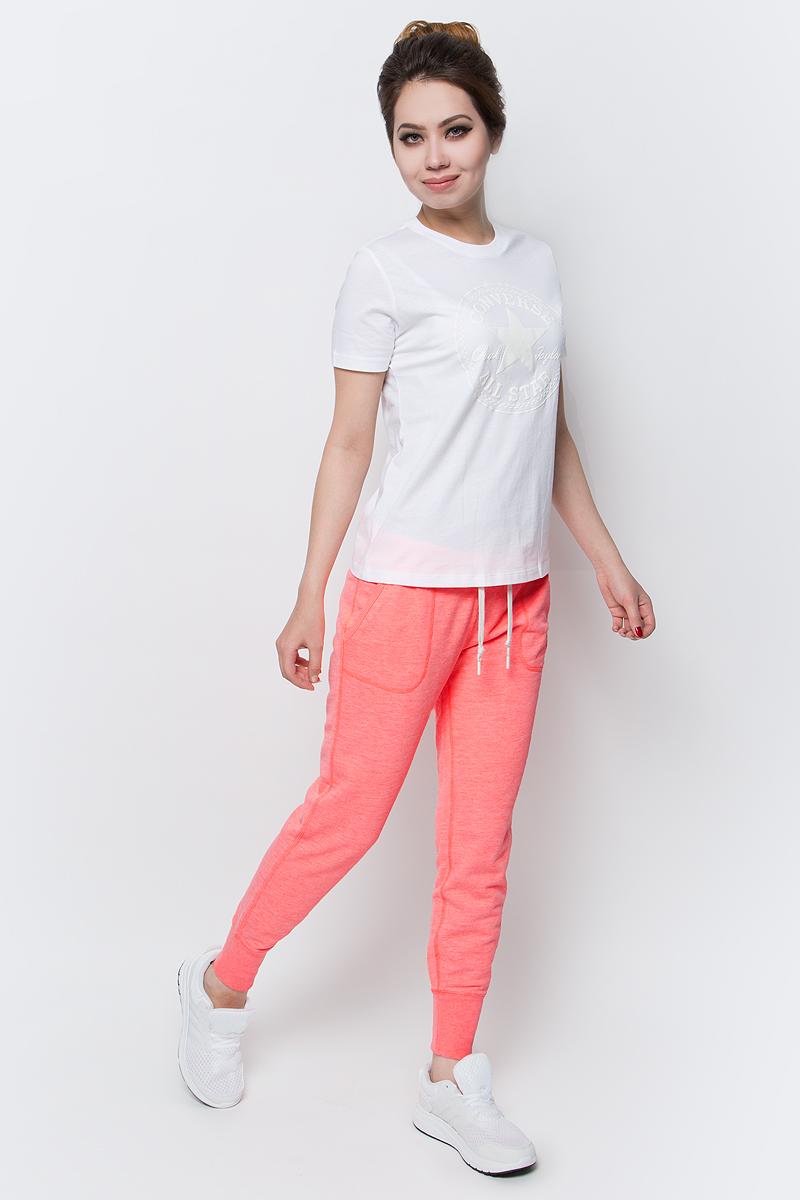 Брюки спортивные женские Converse Knitted Womens Pant, цвет: оранжевый. 10003140830. Размер L (48)10003140830Женские спортивные брюки Converse изготовлены из натурального хлопка. Модель на широкой эластичной резинке и шнурке на талии дополнена боковыми карманами. Низы брючин дополнены широкими резинками. Такие брюки незаменимая вещь в спортивном и летнем гардеробе. Прекрасный выбор для занятий фитнесом или активного отдыха.