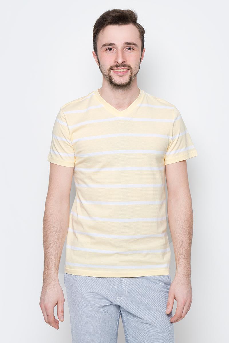 Футболка мужская Sela, цвет: светло-желтый. Ts-211/2061-7214. Размер XXL (54)Ts-211/2061-7214Модная мужская футболка Sela выполнена из натурального хлопка с принтом в полоску. Модель прямого кроя с V-образным вырезом горловины подойдет для прогулок и дружеских встреч и будет отлично сочетаться с джинсами и брюками. Воротник изделия дополнен мягкой трикотажной резинкой. Мягкая ткань комфортна и приятна на ощупь.
