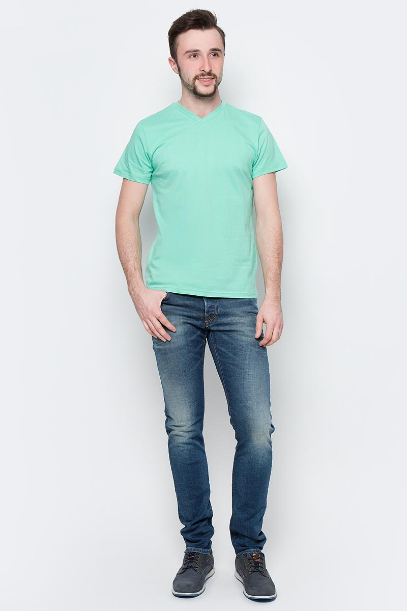 Футболка мужская Sela, цвет: зеленый. Ts-211/2063-7223. Размер L (50)Ts-211/2063-7223Модная мужская футболка Sela выполнена из натурального хлопка. Модель прямого кроя с V-образным вырезом горловины подойдет для прогулок и дружеских встреч и будет отлично сочетаться с джинсами и брюками. Воротник изделия дополнен мягкой трикотажной резинкой. Мягкая ткань комфортна и приятна на ощупь. Яркий цвет модели позволяет создавать стильные образы.