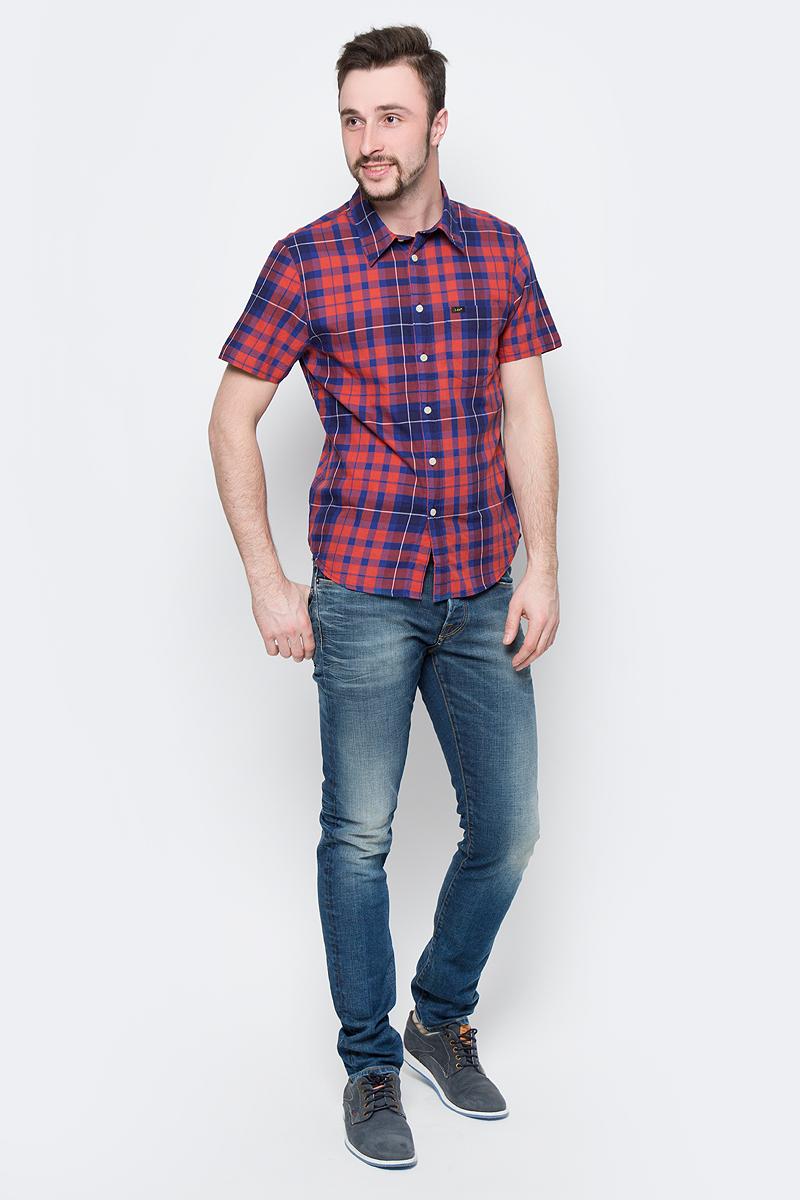 Рубашка мужская Lee, цвет: черный, красный. L875JPSK. Размер M (48)L875JPSKСтильная мужская рубашка Lee, выполненная из натурального хлопка с принтом в клетку, станет отличным дополнением гардероба в летний период.Модель с отложным воротником и короткими рукавами застегивается на пуговицы по всей длине и дополнена накладным карманом.Модель подойдет для офиса, прогулок и дружеских встреч и будет отлично сочетаться с джинсами и брюками.