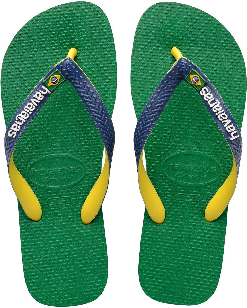 Сланцы мужские Havaianas Brasil Mix, цвет: зеленый, синий, желтый. 41232069621. Размер 41/42 (42/43)4123206-9621Модные мужские сланцы Brasil Mix от Havaianas придутся вам по душе. Верх модели, выполненный из резины, оформлен рельефным орнаментом, названием бренда и изображением флага Бразилии. Ремешки с перемычкой гарантируют надежную фиксацию модели на ноге. Подошва выполнена из материала ЭВА и оформлена контрастными полосками. Рифление на верхней поверхности подошвы предотвращает выскальзывание ноги. Рельефное основание подошвы обеспечивает уверенное сцепление с любой поверхностью. Удобные сланцы прекрасно подойдут для похода в бассейн или на пляж.