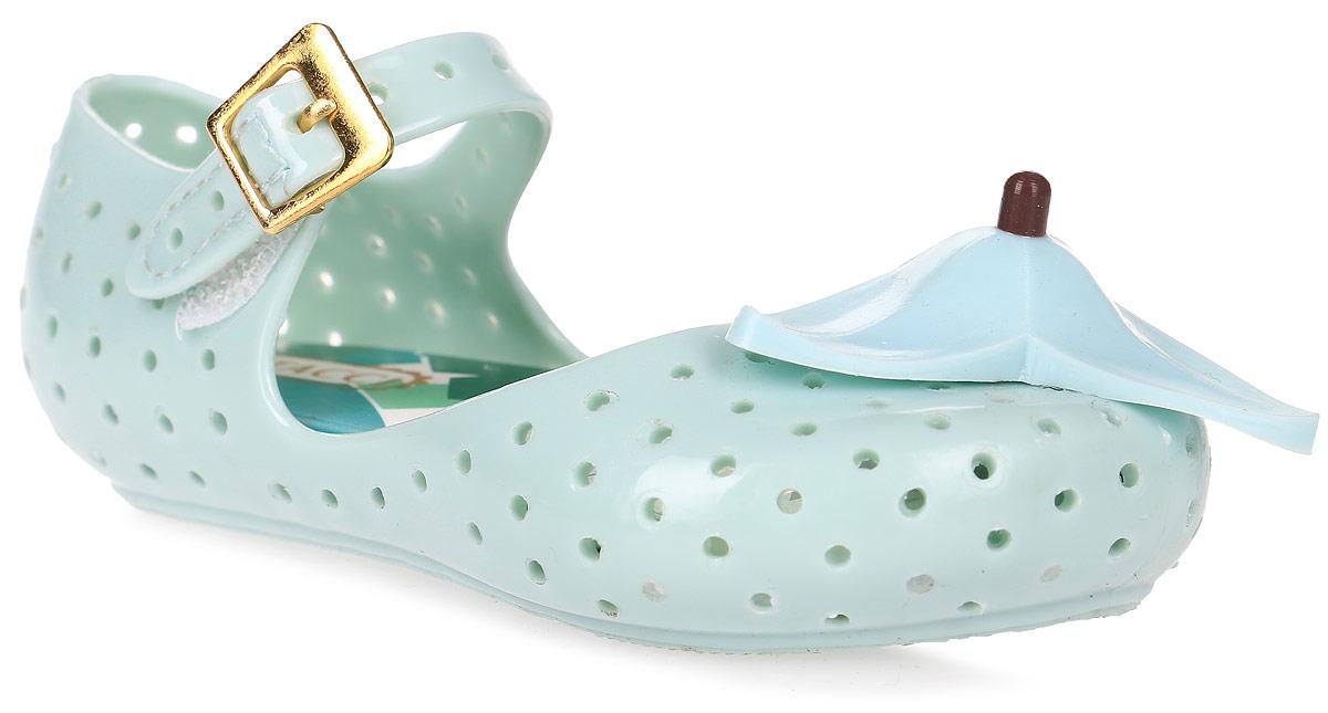 Туфли для девочки Vitacci, цвет: мятный. 23005-28. Размер 2423005-28Туфли для девочки от Vitacci выполнены из силикона и дополнены перфорацией. Мыс модели оформлен декоративным элементом. Ремешок с пряжкой надежно зафиксирует модель на ноге. Подошва из резины дополнена рифлением.
