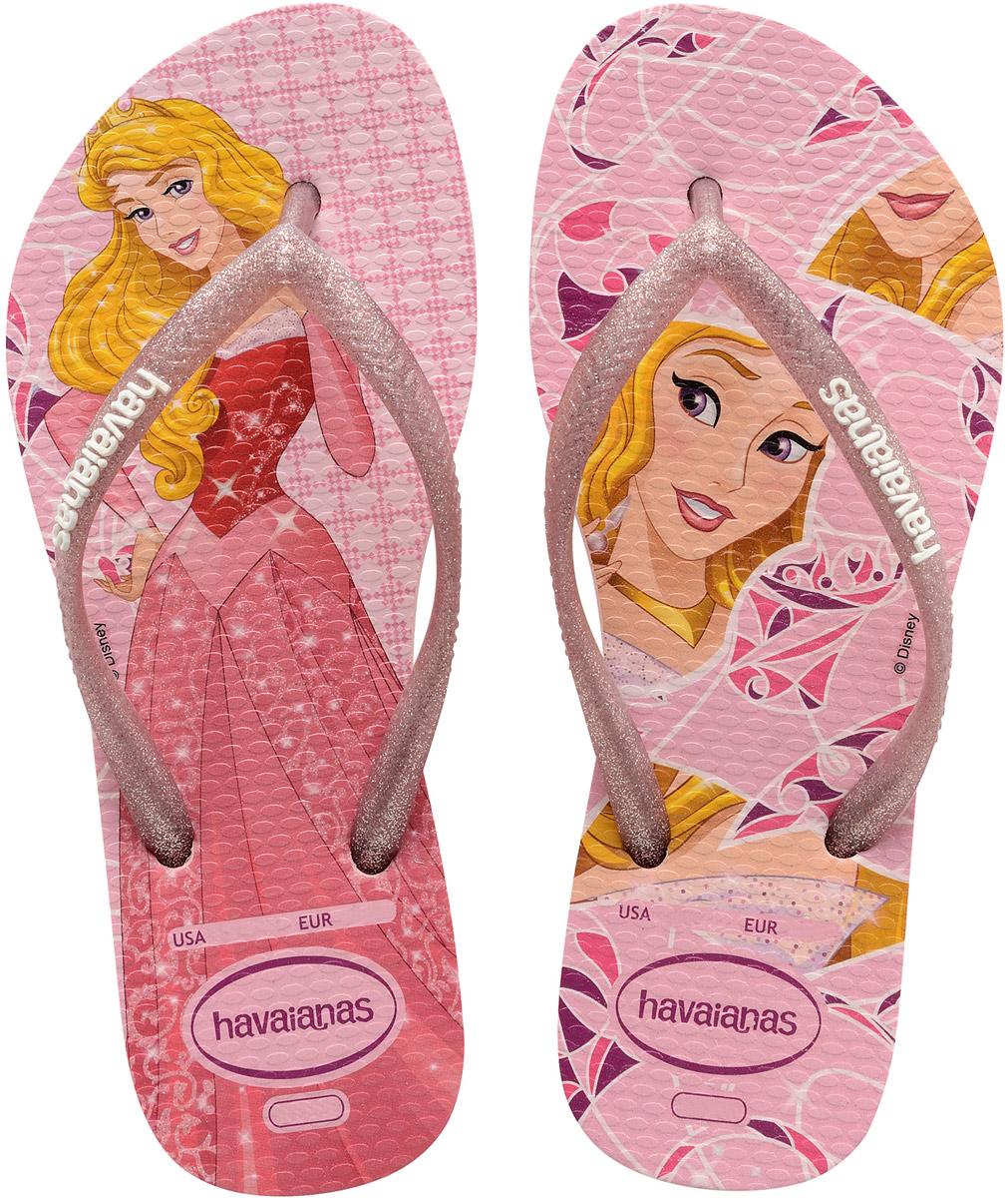 Сланцы для девочки Havaianas Kids Slim Princess, цвет: розовый. 41233286615. Размер 25/26 (26/27)41233286615Детские сланцы Kids Slim Princess от Havaianas прекрасно подойдут для похода в бассейн или на пляж. Верх модели, выполненный из резины, оформлен блестками и логотипом бренда. Ремешки с перемычкой гарантируют надежную фиксацию модели на ноге. Подошва выполнена из материала ЭВА и оформлена изображением диснеевской принцессы. Рифление на верхней поверхности подошвы предотвращает выскальзывание ноги. Рельефное основание подошвы обеспечивает уверенное сцепление с любой поверхностью.