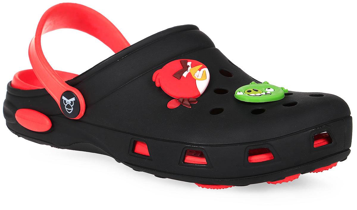 Сабо для мальчика Kakadu Angry Birds, цвет: черный, красный. 5955C. Размер 315955CМодные сабо от Kakadu не оставят равнодушным вашего мальчика. Модель изготовлена из EVA (вспененного полимера), надежного и легкого материала. EVA обладает хорошими амортизирующими свойствами и водонепроницаемостью. Мысок дополнен отверстиями, которые обеспечивают естественную вентиляцию, и оформлен накладками с изображением персонажей игры Angry Birds. Сабо оснащены ремешком из EVA, который обеспечивает надежную фиксацию ноги. Внутренняя поверхность подошвы имеет рельеф, который предотвращает выскальзывание ноги. Рельефная поверхность подошвы обеспечивает отличное сцепление с любой поверхностью. Такие сабо - отличное решение для походов на пляж.