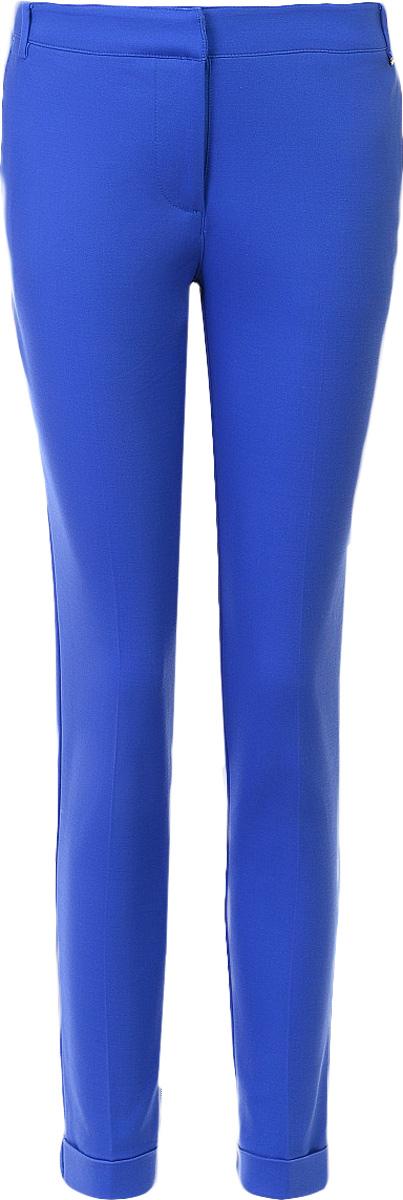 Брюки женские Baon, цвет: синий. B297011_Larkspur. Размер M (46)B297011_LarkspurБрюки женские Baon выполнены из хлопка, вискозы и эластана. Брюки застёгиваются на молнию и потайные крючки. Пояс дополнен шлёвками для ремня. По бокам расположены карманы, задние карманы застёгиваются на пуговицы.
