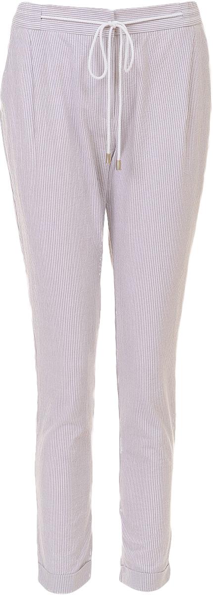 Брюки женские Baon, цвет: бежевый. B297023_Pastel Striped. Размер M (46)B297023_Pastel StripedБрюки женские Baon выполнены из натурального хлопка. Брюки застёгиваются на молнию и потайные крючки. Слегка зауженные штанины декорированы отворотами.