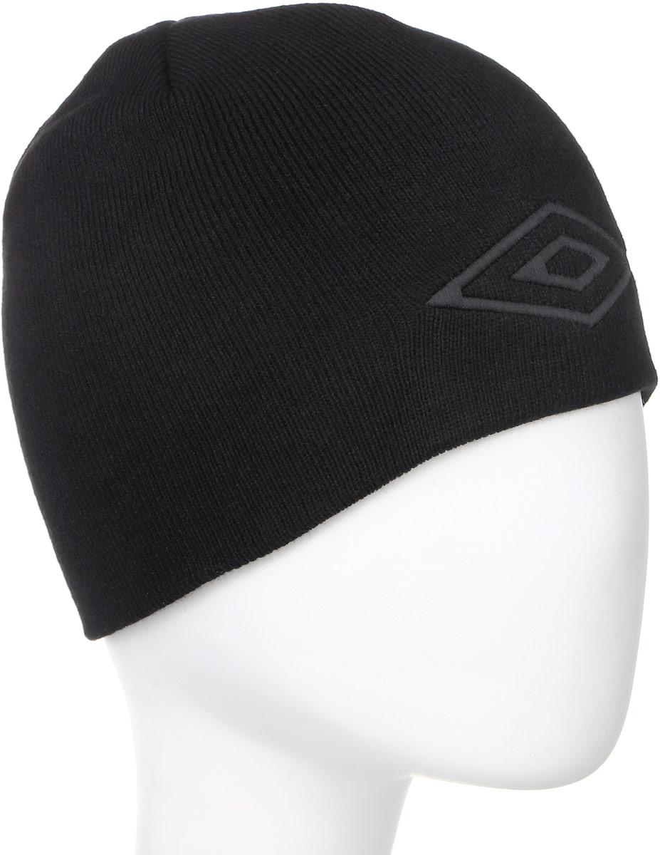 Шапка Umbro Tonal Hat, цвет: черный. 560814. Размер универсальный560814_черныйЛегкая шапка для занятия спортом UMBRO Tonal Hat выполненная из 100% акрила отлично дополнит ваш образ в холодную погоду. Оформлено изделие нашивкой с логотипом бренда. Такая шапка составит идеальный комплект с верхней одеждой, в ней вам будет уютно и тепло!