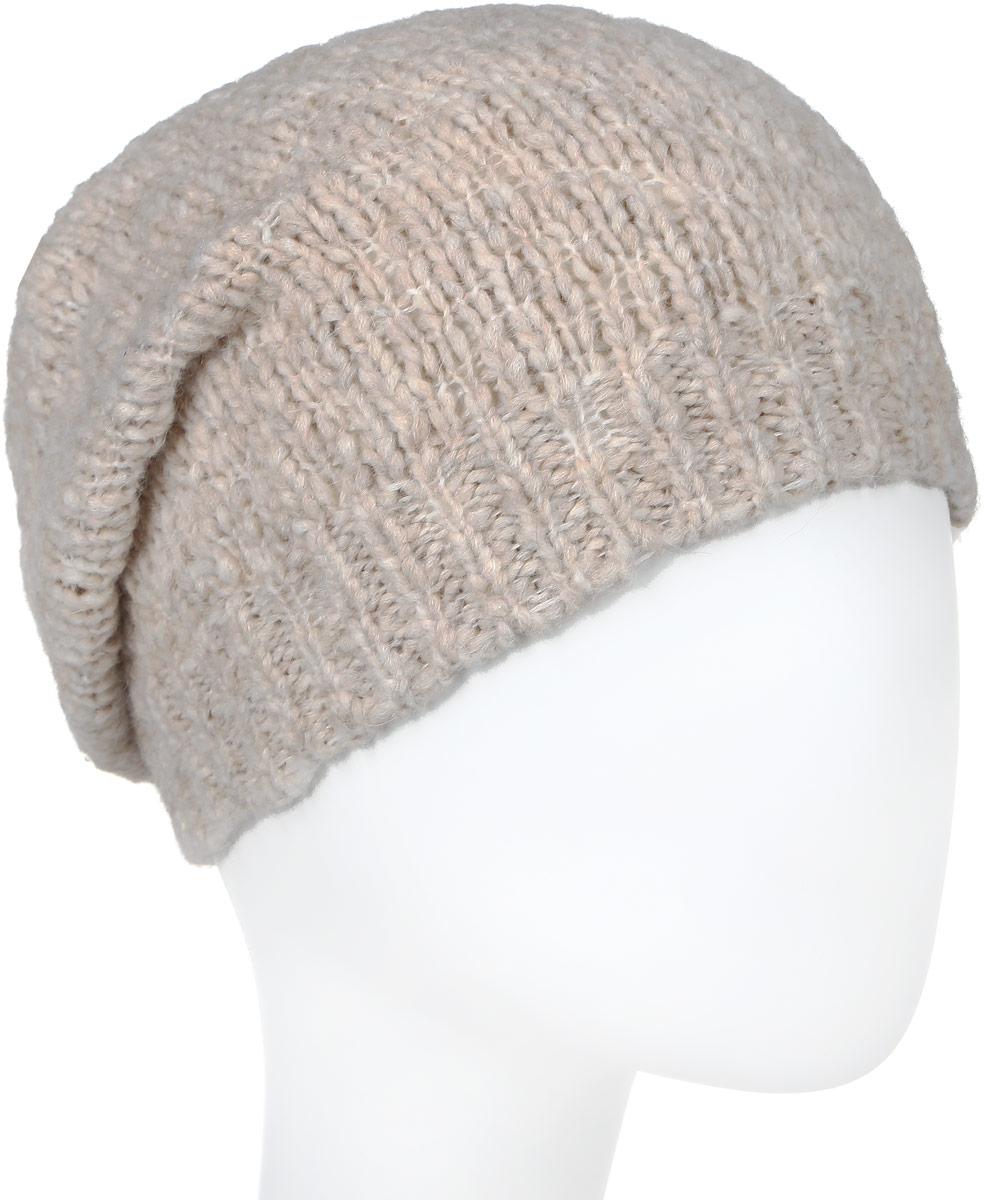 Шапка женская Lee, цвет: бежевый, белый. LW0747PT. Размер универсальныйLW0747PTВязаная женская шапка Lee выполнена из смешанной пряжи. Модель оформлена вязаным узором и украшена небольшой пластиной с названием бренда.