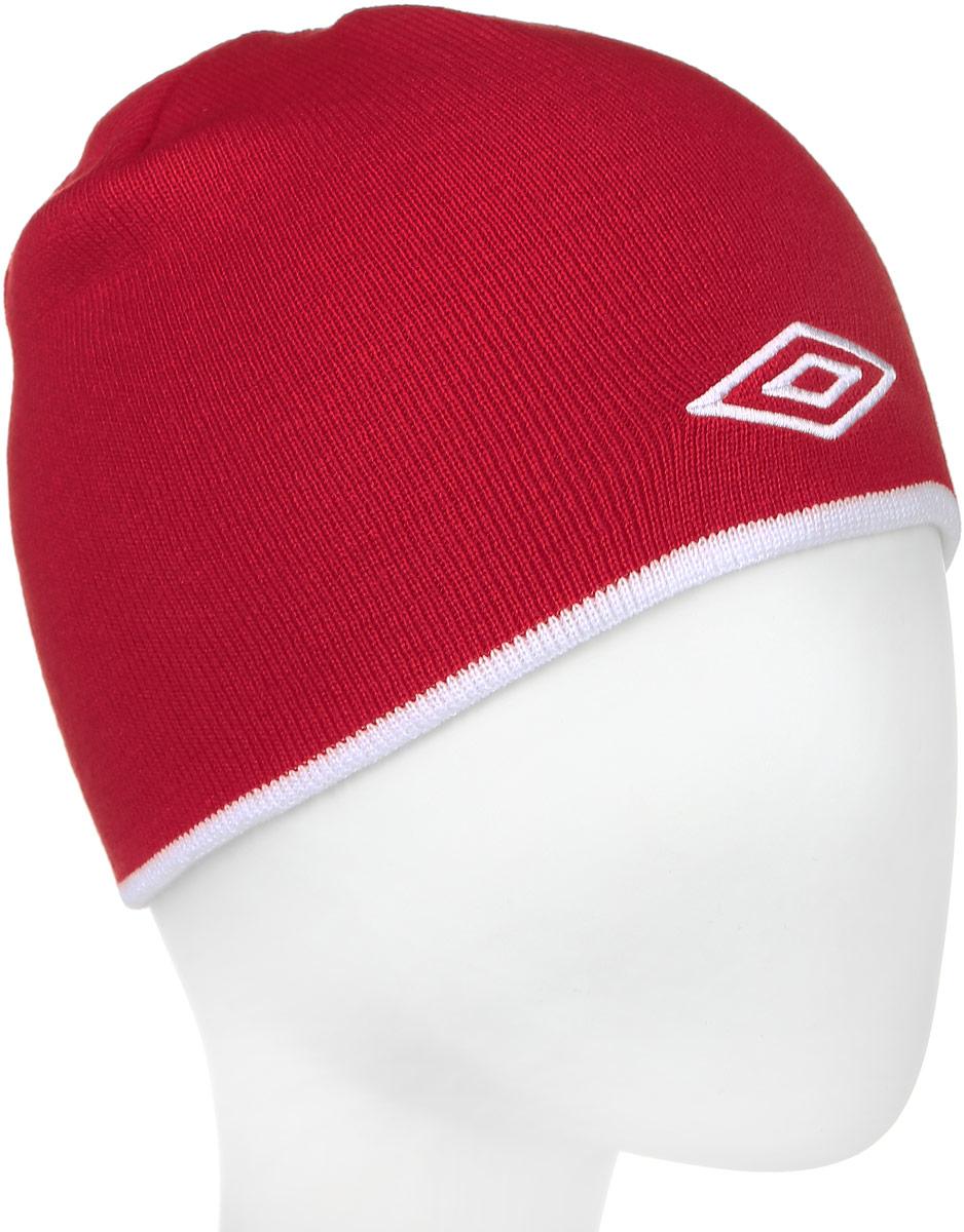 Шапка Umbro Training Beanie, цвет: красный, белый. 509. Размер универсальный509_красный, белыйЛегкая шапка для занятия спортом UMBRO Training Beanie из 100% акрила отлично дополнит ваш образ в холодную погоду. Оформлено изделие нашивкой с логотипом бренда. Такая шапка составит идеальный комплект с верхней одеждой, в ней вам будет уютно и тепло!