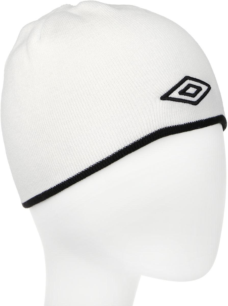 Шапка Umbro Training Beanie, цвет: белый, черный. 509. Размер универсальный509_белый, черныйЛегкая шапка для занятия спортом UMBRO Training Beanie из 100% акрила отлично дополнит ваш образ в холодную погоду. Оформлено изделие нашивкой с логотипом бренда. Такая шапка составит идеальный комплект с верхней одеждой, в ней вам будет уютно и тепло!