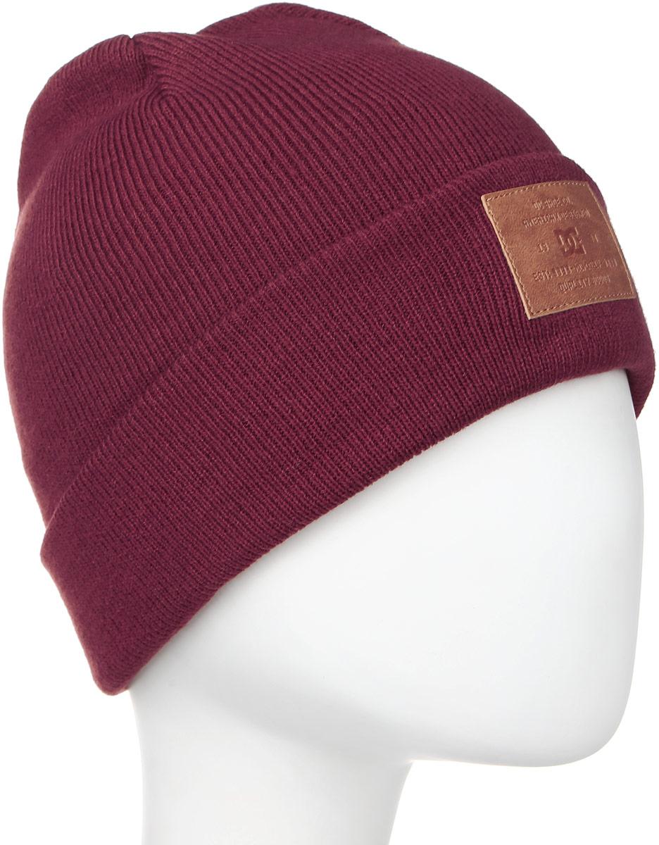 Шапка женская DC Shoes Label, цвет: бордовый. EDJHA03015-RRT0. Размер универсальныйEDJHA03015-RRT0Стильная женская шапка Label выполнена из акрила. Оформлена отворотом и шашивкой из кожзаменителя с логотипом бренда.