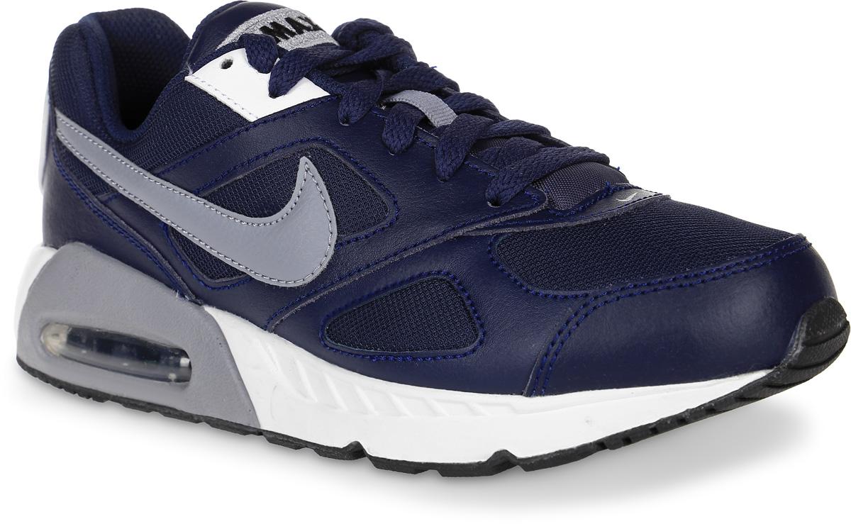 Кроссовки для мальчика Nike Air Max Ivo (Gs) Shoe, цвет: темно-синий, серый. 579995-400. Размер 7 (39)579995-400Модные кроссовки для мальчика Air Max Ivo (Gs) Shoe от Nike выполнены из натуральной кожи и текстиля. Подкладка и стелька из текстиля обеспечивают комфорт. Шнуровка надежно зафиксирует модель на ноге. Водушная вставка Max Air в области пятки для максимальной защиты от ударных нагрузок. Подошва дополнена рифлением.