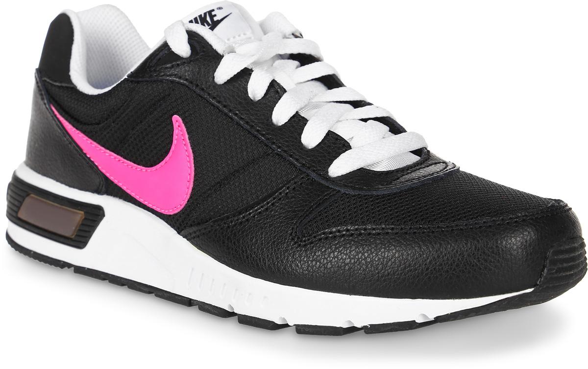 Кроссовки детские Nike Nightgazer, цвет: черный, белый, розовый. 705478-004. Размер 4,5 (36)705478-004Стильные кроссовки Nightgazer от Nike придутся по душе вашему ребенку. Модель, выполненная из текстиля, дополнена вставками из натуральной и искусственной кожи. По бокам изделие оформлено логотипом бренда, на язычке - фирменной нашивкой, на заднике - названием бренда. Классическая шнуровка надежно фиксирует модель на ноге. Подкладка из текстиля и стелька из EVA с текстильной поверхностью комфортны при движении. Резиновая подошва с протектором обеспечивает сцепление с любым покрытием.