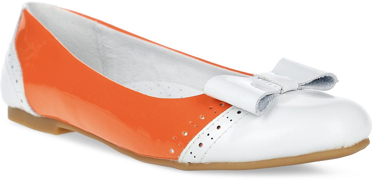 Туфли для девочки Зебра, цвет: оранжевый. 9346-18. Размер 349346-18Туфли для девочки от Зебра на невысоком квадратном каблучке выполнены искусственной кожи и на мыске оформлены очаровательным бантиком. Подкладка и стелька выполнены из натуральной кожи, что предотвращает натирание и гарантирует уют.