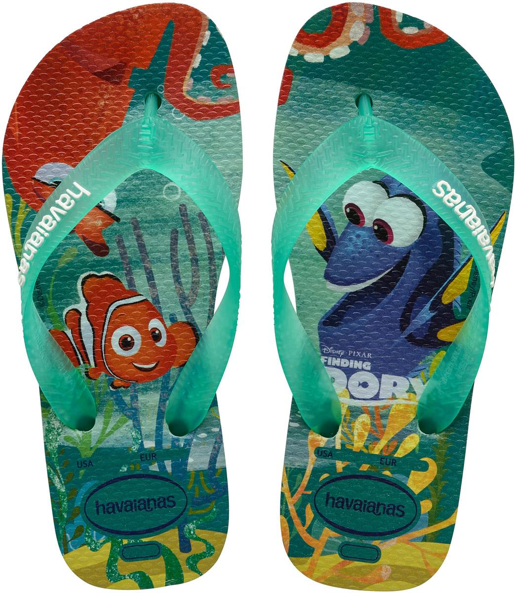 Сланцы детские Havaianas Kids Nemo E Dory, цвет: мультиколор. 41371270642. Размер 31/32 (32/33)41371270642Детские сланцы Kids Nemo E Dory от Havaianas прекрасно подойдут для похода в бассейн или на пляж. Верх модели, выполненный из резины, оформлен рельефным орнаментом и названием бренда. Ремешки с перемычкой гарантируют надежную фиксацию модели на ноге. Подошва выполнена из материала ЭВА. Рифление на верхней поверхности подошвы предотвращает выскальзывание ноги. Рельефное основание подошвы обеспечивает уверенное сцепление с любой поверхностью.