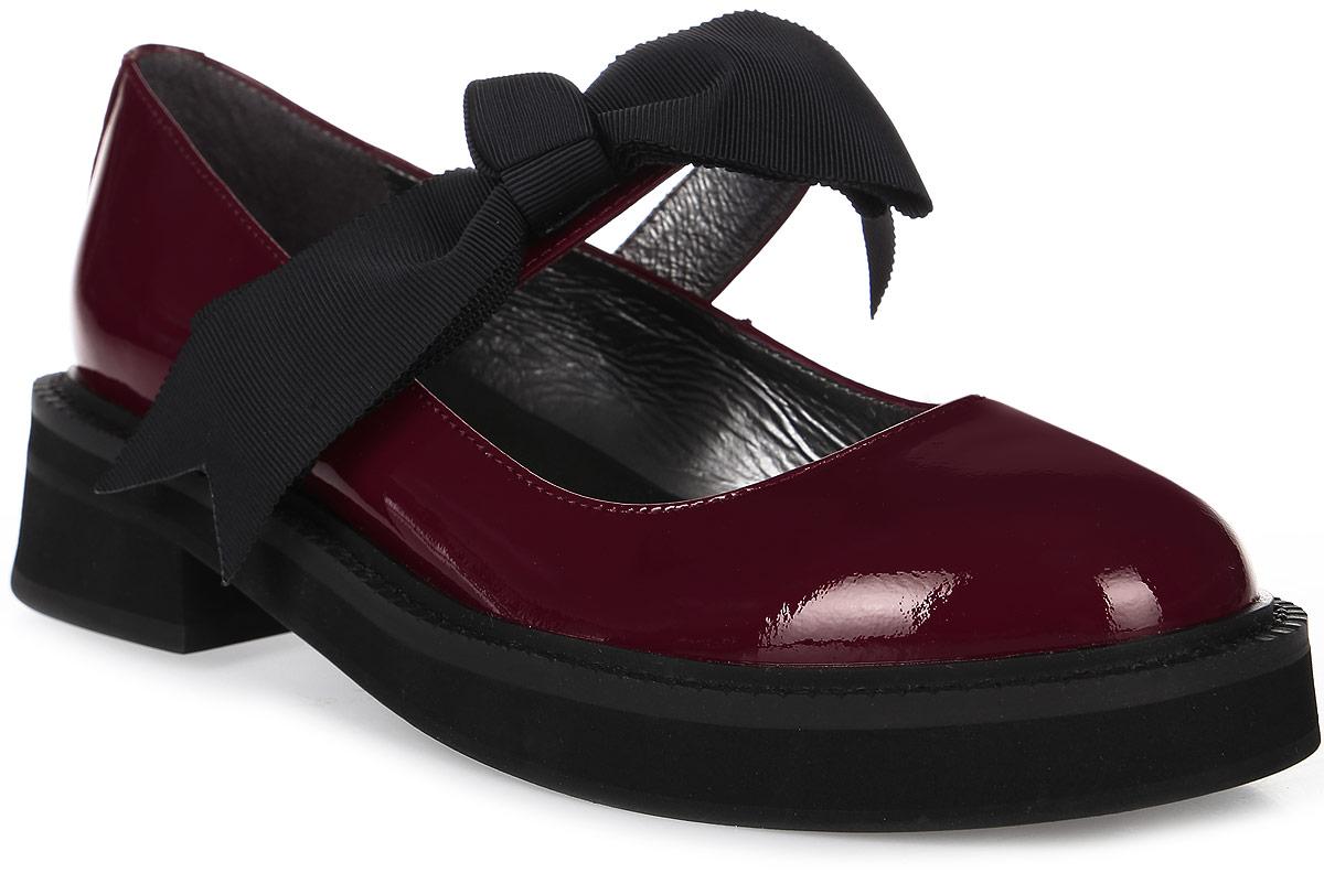 Туфли женские Graciana, цвет: бордовый. T209-T18-4. Размер 36T209-T18-4Женские туфли от Graciana на плоской подошве выполнены из натуральной кожи. Модель фиксируется на ноге при помощи ремешка на липучке, декорированного бантиком. Подкладка, изготовленная из натуральной кожи, обладает хорошей влаговпитываемостью и естественной воздухопроницаемостью. Стелька из натуральной кожи гарантирует комфорт и удобство стопам. Подошва из полимерного термопластичного материала обеспечивает хорошую амортизацию и сцепление с любой поверхностью.