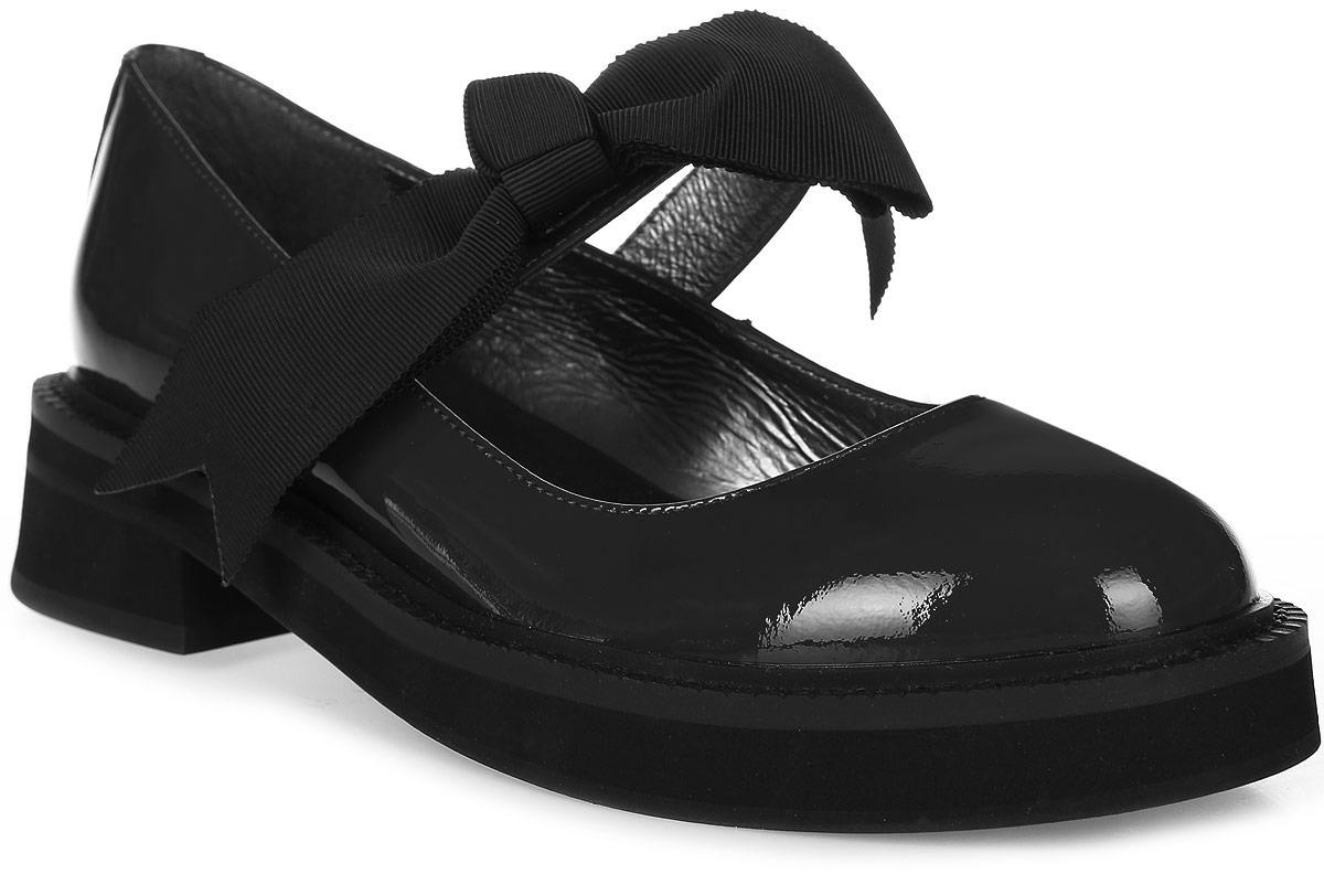 Туфли женские Graciana, цвет: черный. T209-T18-1. Размер 39T209-T18-1Женские туфли от Graciana на плоской подошве выполнены из натуральной кожи. Модель фиксируется на ноге при помощи ремешка на липучке, декорированного бантиком. Подкладка, изготовленная из натуральной кожи, обладает хорошей влаговпитываемостью и естественной воздухопроницаемостью. Стелька из натуральной кожи гарантирует комфорт и удобство стопам. Подошва из полимерного термопластичного материала обеспечивает хорошую амортизацию и сцепление с любой поверхностью.