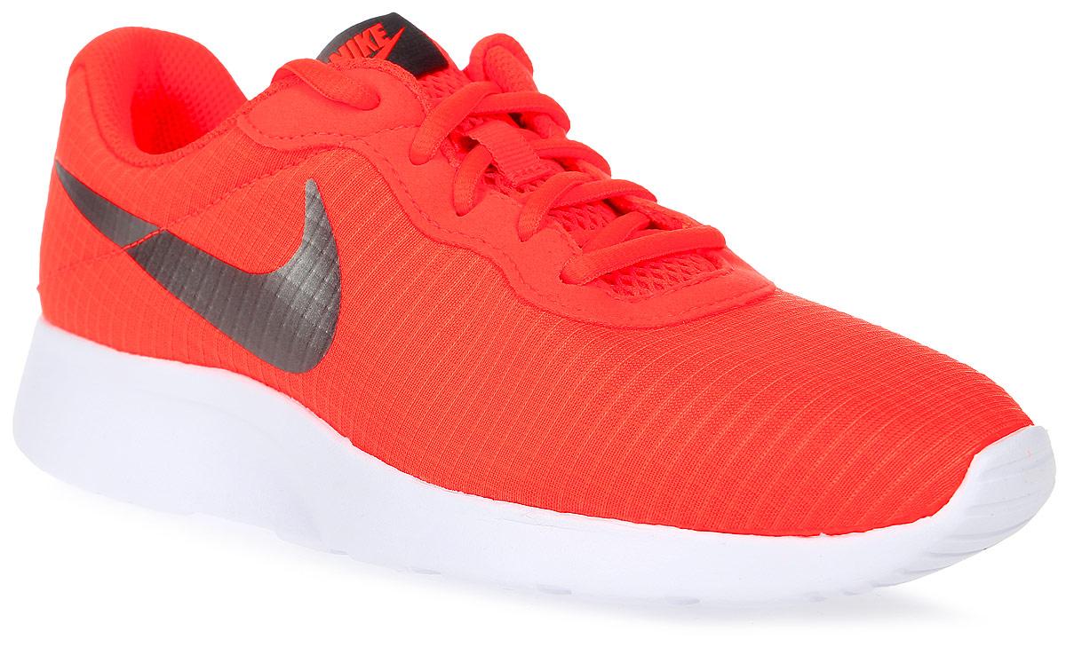 Кроссовки женские Nike Tanjun Se, цвет: оранжевый. 844908-801. Размер 6,5 (37)844908-801Женские кроссовки Tanjun Se от Nike выполнены из текстиля. Подкладка и стелька из текстиля комфортны при движении. Шнуровка надежно зафиксирует модель на ноге. Подошва дополнена рифлением.