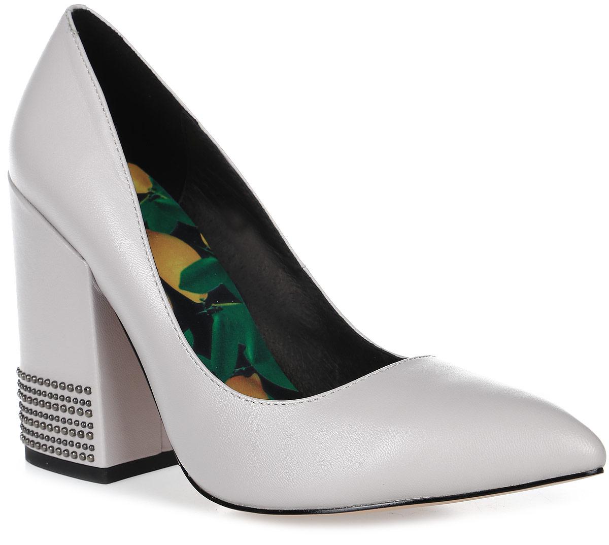 Туфли женские Graciana, цвет: серый. A1730-05-2. Размер 37A1730-05-2Женские туфли от Graciana на широком каблуке выполнены из натуральной кожи. Подкладка, изготовленная из натуральной кожи, обладает хорошей влаговпитываемостью и естественной воздухопроницаемостью. Стелька из натуральной кожи гарантирует комфорт и удобство стопам. Подошва из ТЭП-материала обеспечивает хорошую амортизацию и сцепление с любой поверхностью.