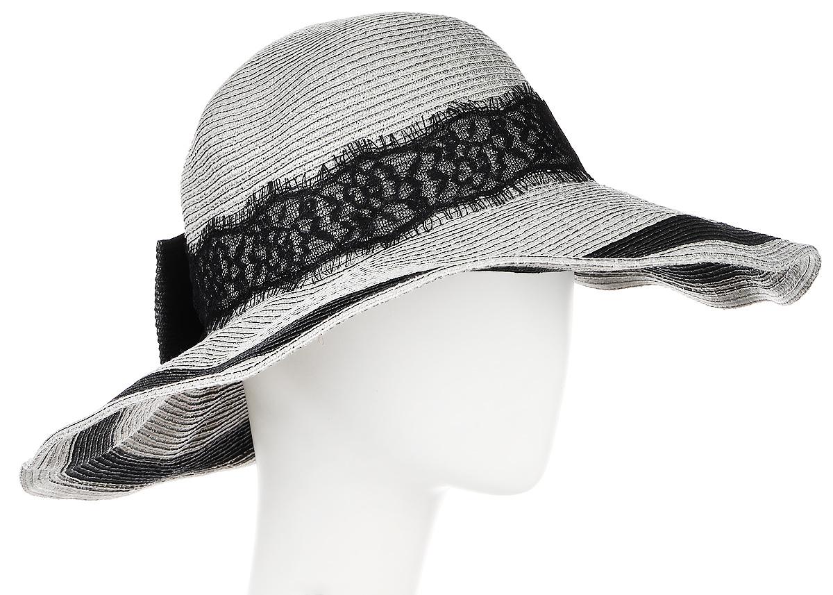 Шляпа женская Moltini, цвет: серый. 9K-1601. Размер 56/589K-1601Летняя женская шляпа Moltini, выполненная из целлюлозы с добавлением текстиля, станет незаменимым аксессуаром для пляжа и отдыха на природе. Широкие поля шляпы обеспечат надежную защиту от солнечных лучей. Плетение шляпы обеспечивает необходимую вентиляцию и комфорт даже в самый знойный день. Шляпа легко восстанавливает свою форму после сжатия. Модель оформлена стильной широкой кружевной лентой вокруг тульи и дополнена большим бантом. Обхват шляпы регулируется при помощи хлястика на липучке.Уважаемые клиенты!Размер, доступный для заказа, является обхватом головы.