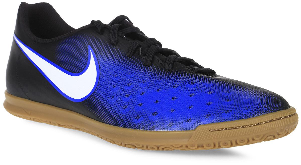 Кроссовки для футзала мужские Nike Magistax Ola Ii Ic, цвет: черный, синий. 844409-016. Размер 9,5 (43)844409-016Мужские кроссовки для футзала Magistax Ola Ii Ic от Nike выполнены из искусственной кожи. Улучшенный силуэт обеспечивает более плотную посадку без утяжеления. Подкладка и стелька из текстиля комфортны при движении. Асимметричная шнуровка увеличивает площадь контроля над мячом. Внутренний задник фиксирует стопу, обеспечивая амортизацию и надежную посадку. Резиновый материал подошвы разработан специально для уверенного сцепления с покрытием зала.