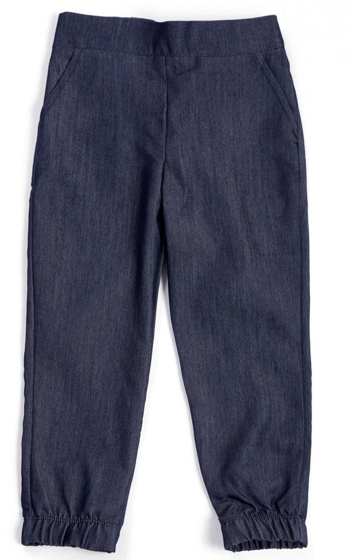 Брюки для девочки Mark Formelle, цвет: темно-синий. 2022-9_15623. Размер 1282022-9_15623Стильные брюки Mark Formelle для девочки идеально подойдут вашей маленькой моднице. Изделие изготовлено из вискозы с добавлением полиэстера и эластана, они не сковывают движения и обеспечивая наибольший комфорт. Стильные брюки на мягкой резинке с имитацией карманов. Низ брючин дополнен резинкой. Практичные брюки идеально подойдут вашей малышке и позволят ей комфортно чувствовать себя в течение дня!