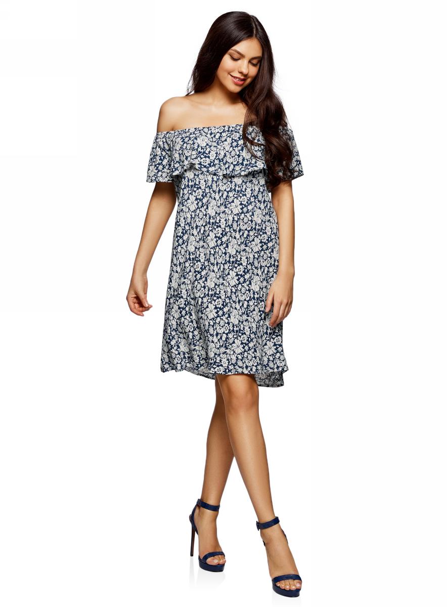 Платье oodji Ultra, цвет: темно-синий, бежевый, цветы. 11911020/42800/7933F. Размер 42/164 (48-164)11911020/42800/7933FЛегкое летнее платье выполнено из вискозы. Модель миди-длины с открытыми плечами.