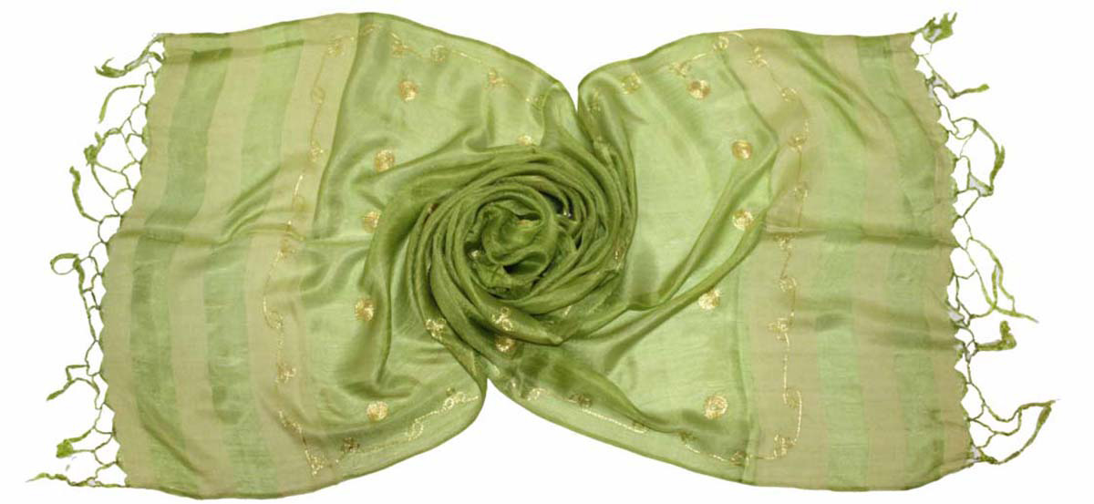 Шарф женский Ethnica, цвет: салатовый. 916225. Размер 55 см х 180 см916225Стильный шарф привлекательной расцветки с кисточками по краю изготовлен из 100% шелка. Он удачно дополнит ваш гардероб и поможет создать новый повседневный образ, добавить в него яркие краски. Отличный вариант для тех, кто стремится к самовыражению и новизне!