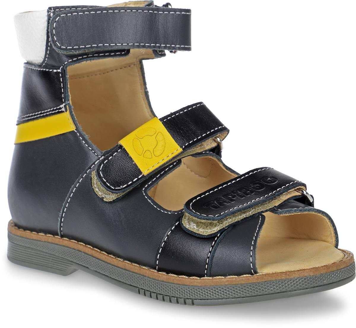 Сандалии для мальчика TapiBoo, цвет: черный, желтый. FT-26005.17-OL12O.01. Размер 27FT-26005.17-OL12O.01Ортопедические сандалии от TapiBoo разработаны для коррекции стоп при вальгусной деформации, а также для профилактики плоскостопия. Модель, выполненная из натуральной кожи, оформлена контрастной прострочкой.Жесткий фиксирующий задник увеличенной высоты и три застежки - липучки, обеспечивают необходимую фиксацию голеностопа в правильном положении. Нижний ремешок дополнен логотипом бренда, ремешок на подъеме - фирменной нашивкой. Ортопедический каблук Томаса укрепляет подошву под средней частью стопы и препятствует ее заваливанию внутрь. Отсутствие швов на подкладке обеспечивает дополнительный комфорт и предотвращает натирание. Рельефный рисунок подошвы обеспечивает сцепление с любыми поверхностями. Такие сандалии станут незаменимыми в гардеробе вашего ребенка.