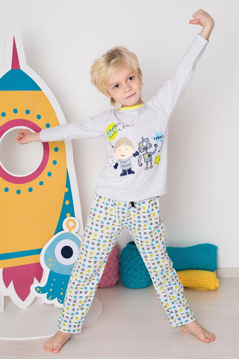 Пижама для мальчика Sweet Berry, цвет: светло-серый. 196172. Размер 116196172Пижама для мальчика Sweet Berry состоит из лонгслива и брюк. Пижама изготовлена из натурального хлопка с небольшим добавлением эластана. Лонгслив с длинными рукавами и круглым вырезом горловины дополнен контрастной трикотажной каймой по горловине и на груди оформлен принтом с изображением робота. Прямые брюки с широкой эластичной резинкой и затягивающимся шнурком на поясе также оформлены принтом.