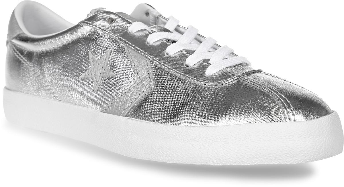 Кроссовки женские Converse Breakpoint, цвет: серебряный. 555949. Размер 8,5 (40)555949Удобные женские кроссовки Breakpoint от Converse созданы для тех, кто ведет динамичный образ жизни. Кроссовки выполнены из плотного текстиля с металлизированным эффектом. Классическая шнуровка надежно фиксирует обувь на ноге. Стелька и подкладка из мягкого текстиля комфортны при ходьбе. Подошва исполнена из износостойкой резины. Рифление на подошве обеспечивает идеальное сцепление с любыми поверхностями. Эффектные кроссовки помогут вам создать яркий, запоминающийся образ.